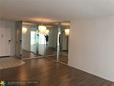 Hallandale Condo/Townhouse For Sale: 2000 Atlantic Shores #102