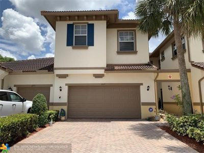 Coral Springs Condo/Townhouse For Sale: 6057 NW 118th Dr #6057