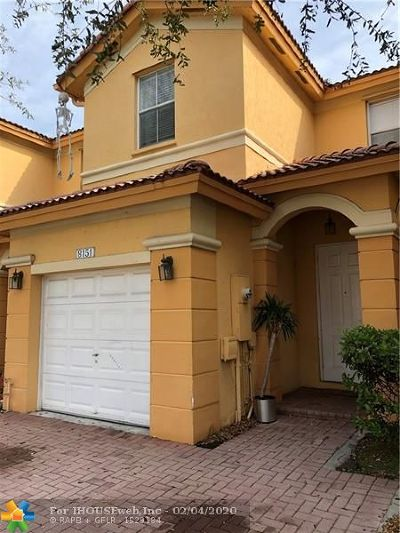 Doral Condo/Townhouse For Sale: 8151 NW 107th Ct #8151