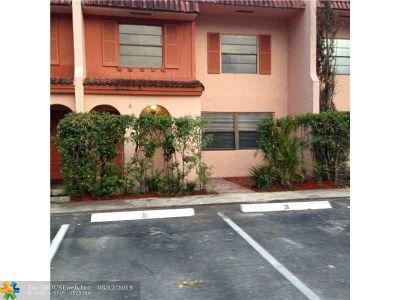 Davie Condo/Townhouse For Sale: 31 Laredo Pl #31