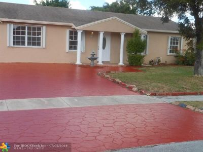 North Lauderdale Single Family Home For Sale: 8231 SW 11th St