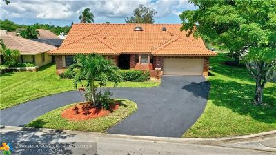 Cypress Run Single Family Home For Sale: 911 NW 109th Ter