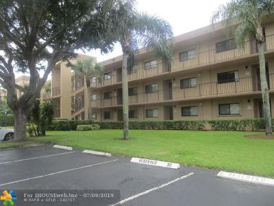 Delray Beach Condo/Townhouse For Sale: 15324 Lakes Of Delray Blvd #212