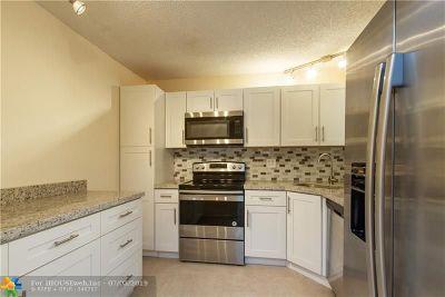 Coconut Creek Condo/Townhouse For Sale: 3531 Cocoplum Cir #3466
