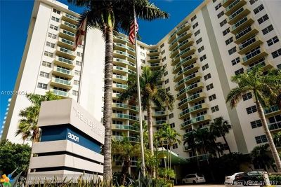 Hollywood Beach, Hollywood Beach 1-27 B, Hollywood Beach Gardens 1, Hollywood Beach Gardens C, Hollywood Beach Heights S Condo/Townhouse For Sale: 3001 S Ocean Dr #743