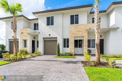 Palm Beach County Condo/Townhouse For Sale: 1241 Pioneer Way #70