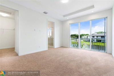 Palm Beach County Condo/Townhouse For Sale: 951 Pioneer Way #42