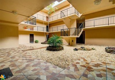 Hollywood Condo/Townhouse For Sale: 4060 N Hills Dr #24