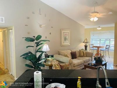 Margate Condo/Townhouse For Sale: 3460 N Pinewalk Dr N #321