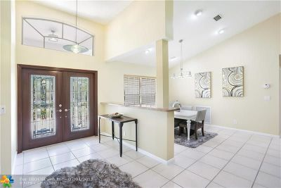 Weston Single Family Home For Sale: 2784 Oakbrook Dr