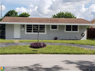 Pembroke Pines Single Family Home For Sale: 7721 NW 10th St