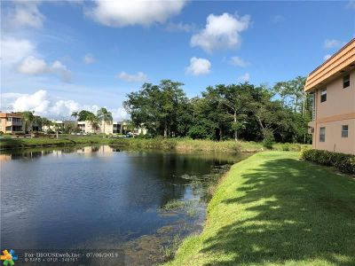 Delray Beach Condo/Townhouse For Sale: 648 Saxony #648