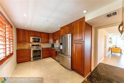 Pompano Beach Condo/Townhouse For Sale: 806 Cypress Blvd #509