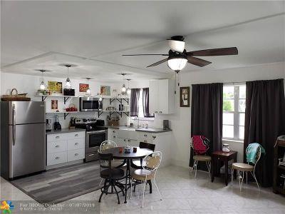 Deerfield Beach Condo/Townhouse For Sale: 384 Markham R #384