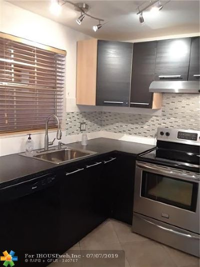 Fort Lauderdale Condo/Townhouse For Sale: 610 Tennis Club Dr #205