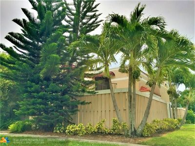 Delray Beach Condo/Townhouse For Sale: 4005 Village Drive #A