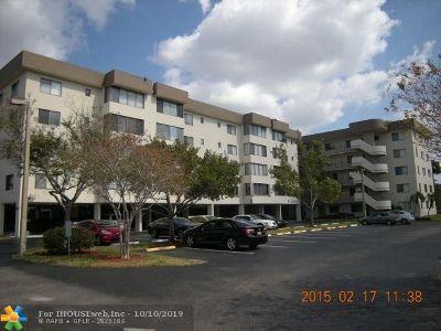 North Lauderdale Condo/Townhouse For Sale: 8020 Hampton Blvd #105