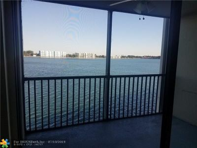 Oakland Park Condo/Townhouse For Sale: 117 Lake Emerald Dr #302