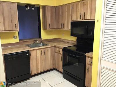 Margate Condo/Townhouse Backup Contract-Call LA: 480 NW 76th Ave #407