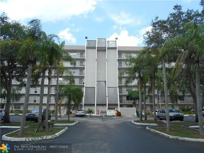 Davie Condo/Townhouse For Sale: 3100 W Rolling Hills Cir #309