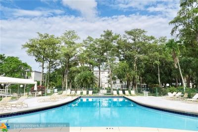 Lauderdale Lakes Condo/Townhouse For Sale: 4899 NW 26th Ct #351