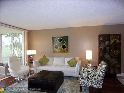 Pompano Beach Condo/Townhouse For Sale: 3970 Oaks Clubhouse Dr #106