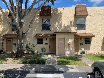 Plantation Condo/Townhouse For Sale: 561 N Pine Island Rd #32