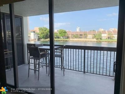 Pompano Beach Condo/Townhouse For Sale: 2900 NE 14th Street Cswy #208