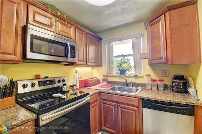 Sunrise Condo/Townhouse For Sale: 2701 N Pine Island Rd #201