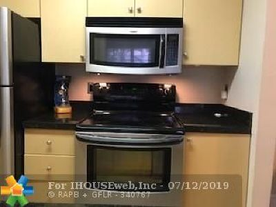Pembroke Pines Condo/Townhouse For Sale: 783 NW 104th Ave #201