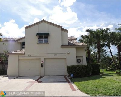 Coral Springs Condo/Townhouse For Sale: 1667 Cypress Pointe Dr #3B