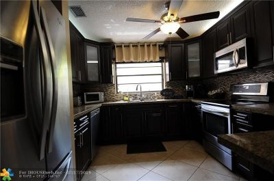 Pembroke Pines Condo/Townhouse For Sale: 1620 SW 120th Ter #1620