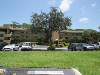 Tamarac Condo/Townhouse For Sale: 7531 NW 79th Ave #208