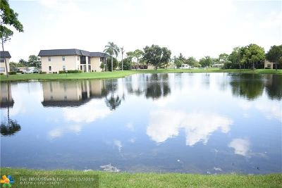 Pembroke Pines Condo/Townhouse For Sale: 9260 NW 1st St #105