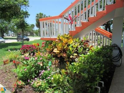 Deerfield Beach Condo/Townhouse For Sale: 215 Westbury L #215