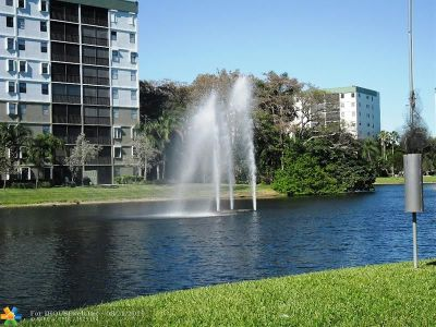Pompano Beach Condo/Townhouse For Sale: 2310 S Cypress Bend Dr #202