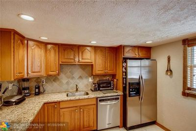 Lauderdale By The Sea Condo/Townhouse For Sale: 4629 Poinciana St #203