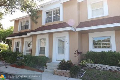 Tamarac Condo/Townhouse For Sale: 7104 Woodmont Ave