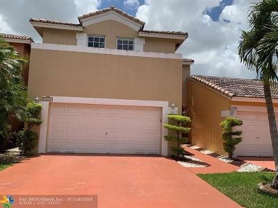 Coral Springs Condo/Townhouse For Sale: 11758 NW 57th St
