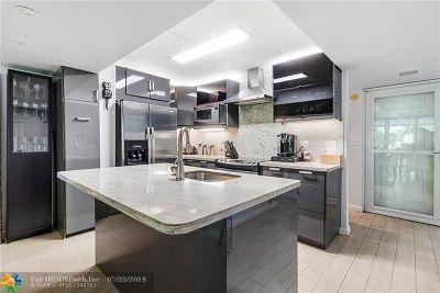 Wilton Manors Condo/Townhouse For Sale: 866 NE 20th Dr