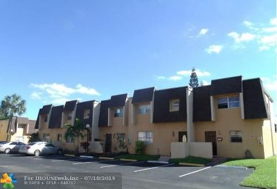 Lauderhill Condo/Townhouse For Sale: 5707 Blueberry Ct #132