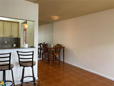 Deerfield Beach Condo/Townhouse For Sale: 113 Ventnor F #113