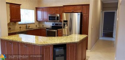 Coral Springs Condo/Townhouse For Sale: 5682 NW 127th Ter #5682