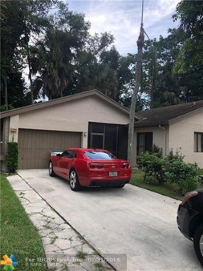Coconut Creek Single Family Home For Sale: 2236 Seagrape Cir