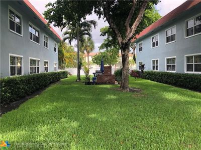 Pompano Beach Condo/Townhouse For Sale: 270 S Cypress Rd #212