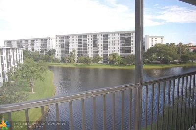 Pompano Beach Condo/Townhouse For Sale: 2228 N Cypress Bend Dr #502