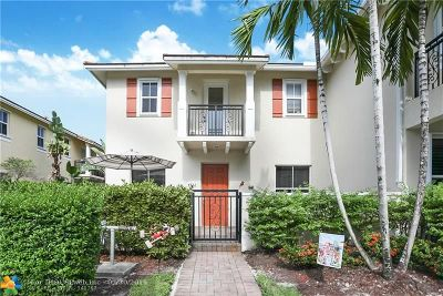 Coconut Creek Condo/Townhouse For Sale: 4732 Sierra Ln