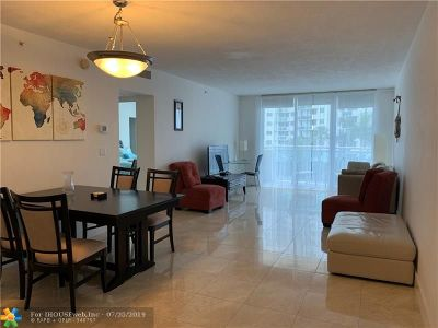 Hollywood Condo/Townhouse For Sale: 3000 S Ocean Dr #306