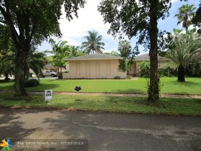 Davie Single Family Home For Sale: 4455 SW 68th Ave