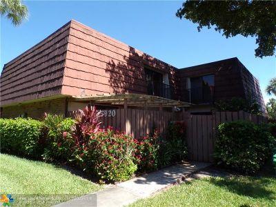 Tamarac Condo/Townhouse For Sale: 5920 NW 54th Ln #5920